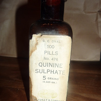 ANTIQUE  G.C. OVAL 100 PILLS QUININE SULPHATE 5 GRAINS - Bottles