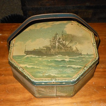 Loose-Wiles Biscuit Company Battleship Biscuit Tin 1937 - Advertising