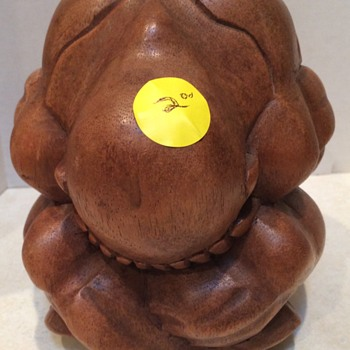 Carved wooden Weeping Bhudda figure - Figurines