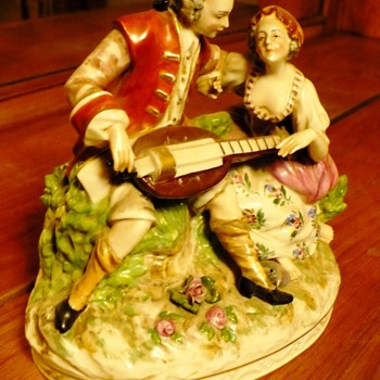 Victoria Man and Woman - Figurines