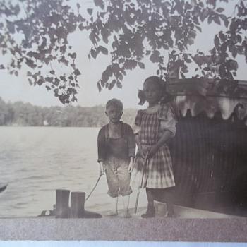 REAL PHOTO POSTCARD, KIDS / HOUSEBOAT? c' 1912-1914) Enlarge - Postcards