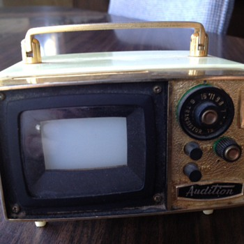 Transistor Radio w/ TV look
