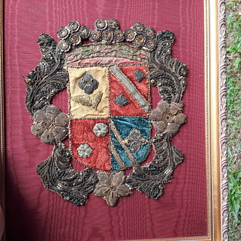 PLEASE  HELP I.D. BULLION COAT OF ARMS - Military and Wartime