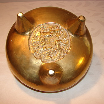 Asian brass footed bowl with dragon marks - Asian