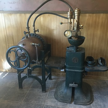 Crown Cork & Seal bottling machine - Bottles