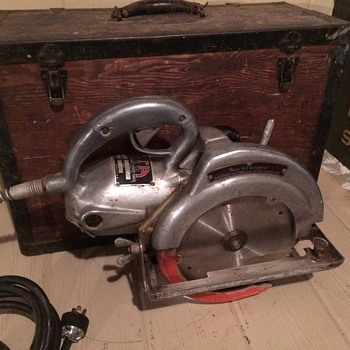 Fred Wappat Alta electric hand saw with original wood case  - Tools and Hardware
