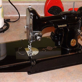Singer featherweight sewing machine - Sewing