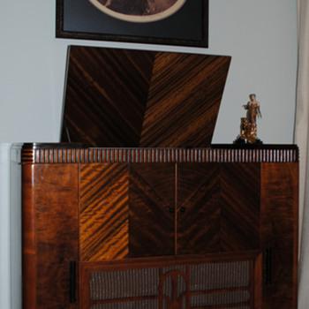 1935 McMurdo Silver Masterpiece IV / Mayfair cabinet