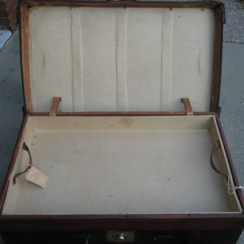 Interior of Edwardian Era English Leather Steamer Trunk - Furniture