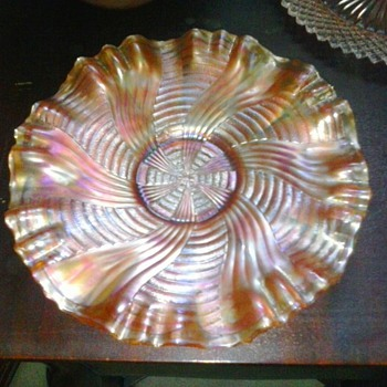 Old Man Need Help Again! Carnival Glass Plate Can't Find Pattern or Maker? - Glassware
