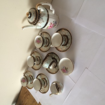 Bone china tea set - China and Dinnerware