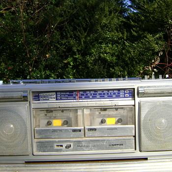 Nippon model FS 7887 Boombox Radio - Electronics