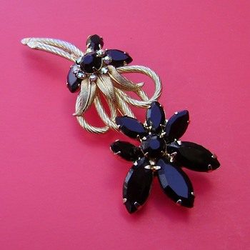 D and E Flower Brooch - Costume Jewelry