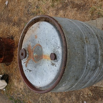 Richfield oil drum - Petroliana