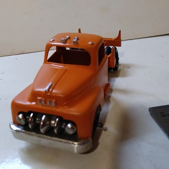 Hubley small log truck - Model Cars