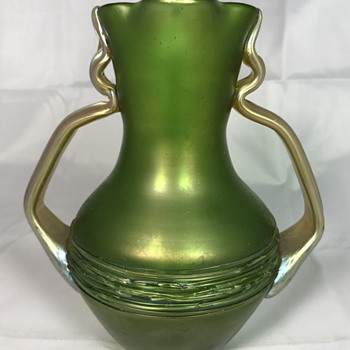 Loetz Aus. 44 Vase with Handles. PN II-5116. Circa 1907 - Art Glass