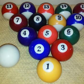15pc set of pool/billiards balls w/cue ball - Games