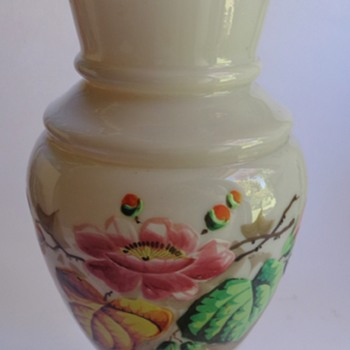 Victorian glass vase with enameled decoration - Art Glass