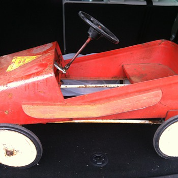 Trying to date and identify this Pedal Car - Toys