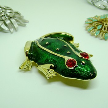 Trifari Frog Brooch - Animals