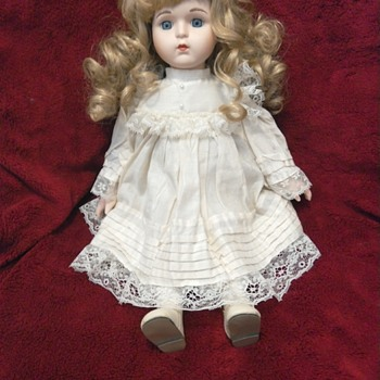 Beautiful porcelain doll. - Dolls