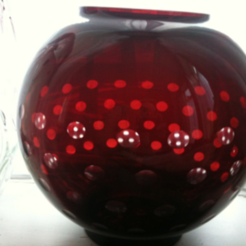 LARGE RED GLASS OPTICAL BOWL - Art Glass