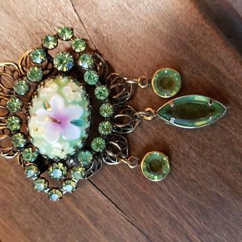 Hobe pin - Costume Jewelry