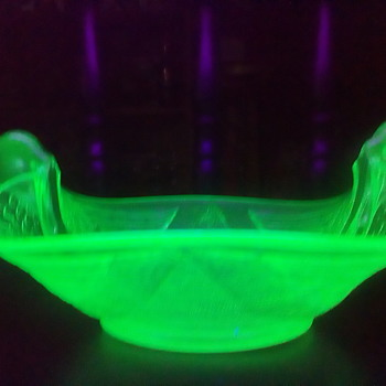 Uranium Glass Swan Serving Bowl