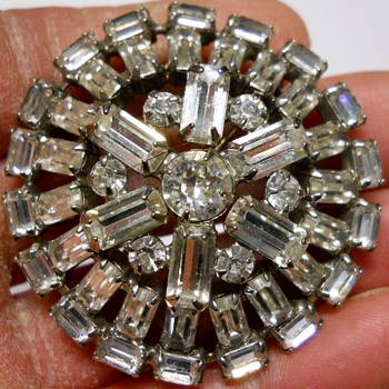 Vintage Weiss Brooch. Ca 1950-60 - Costume Jewelry