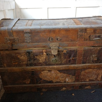 Old trunk i found in the trash - Furniture