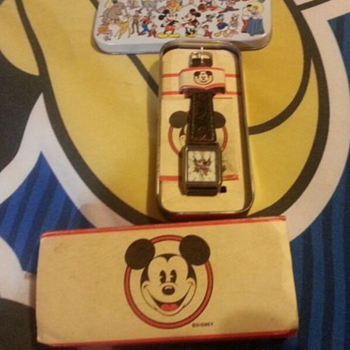 Vintage Disney Mickey Mouse Cowboy Pistols Watch With Original Box - Wristwatches
