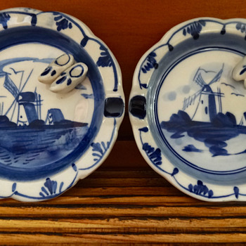 PAIR OF VINTAGE DELFT BLUE ASHTRAYS - Pottery