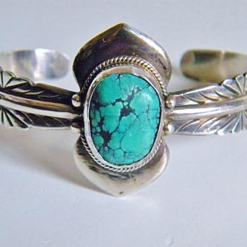 Beautiful Vintage Navajo  Seafoam  Turquoise  Silver Bracelet Cuff  - Fine Jewelry