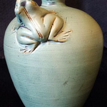 Small vase with figure of a Frog - Pottery