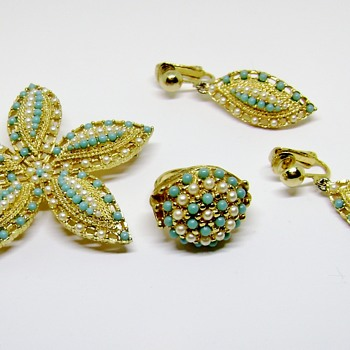 SARAH COVENTRY BROOCH EARRINGS & RING SET - Costume Jewelry