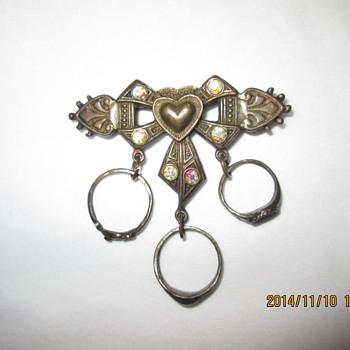 pin with baby rings - Costume Jewelry
