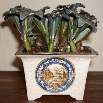 Porcelain Bonsai pot with plaster and metal flowers - Asian
