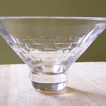 Lovely small Edinburgh Crystal bowl - Art Glass