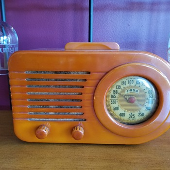 The FADA Catalin Bullet 1000 Art Deco Radio 1942 - Radios
