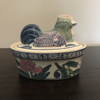 Ceramic butter dish chicken design - Pottery