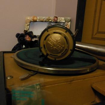 Edison Peerless Vanity-Need information - Music Memorabilia