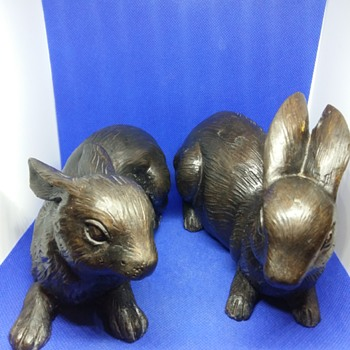 Pair of bronce rabbits - Animals