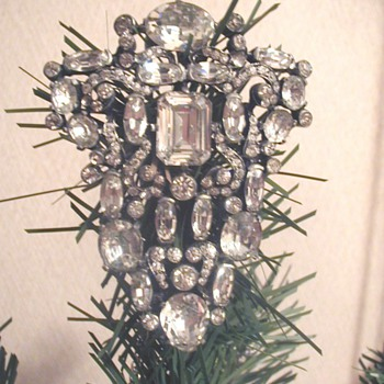 My very first (and most precious) Eisenberg Original brooch - Costume Jewelry