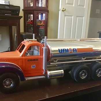 1950's style Smith Miller Union 76 B Mack gasoline truck  - Model Cars