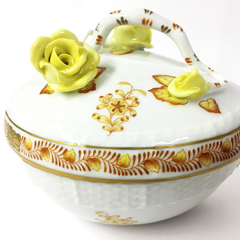 Herend Hungary Porcelain Hand-Painted Heart-Shaped Keepsake Box With Floral Handle - Figurines