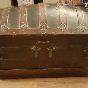 Saved this from a skip anyone tell me anything about it - Furniture