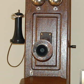 trying to identify old wall phone model? - Telephones