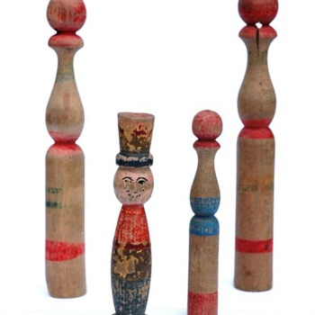 ancien jeu de quille en bois tourné polychrome, 1ère moitié du XXeme siècle - Toys