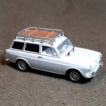Greenlight Estate Series 1 1968 Volkswagen Type 3 Squareback - Model Cars