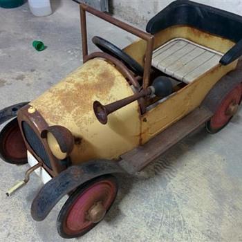 Brum Pedal car - Toys
